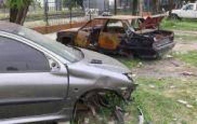 La Plata: Vecinos de Tolosa denunciaron la proliferación de basurales y autos abandonados