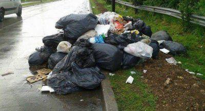 En retirada, Bruera interrumpi� la recolecci�n de residuos y La Plata es un basural