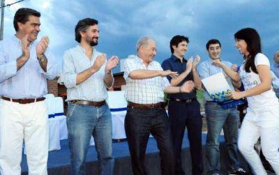 Capitanich inauguró 50 viviendas para bancarios en Resistencia