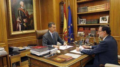 El rey y la oposición se encolumnan con Rajoy para frenar el separatismo catalán