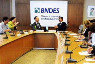 Capitanich acordó en Brasil la prórroga del contrato con el BNDES para el financiamiento del acueducto