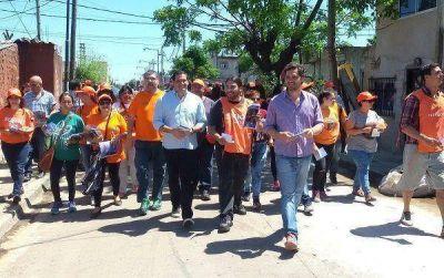 Intensa campaña del peronismo en apoyo a Scioli en Beccar y Martínez
