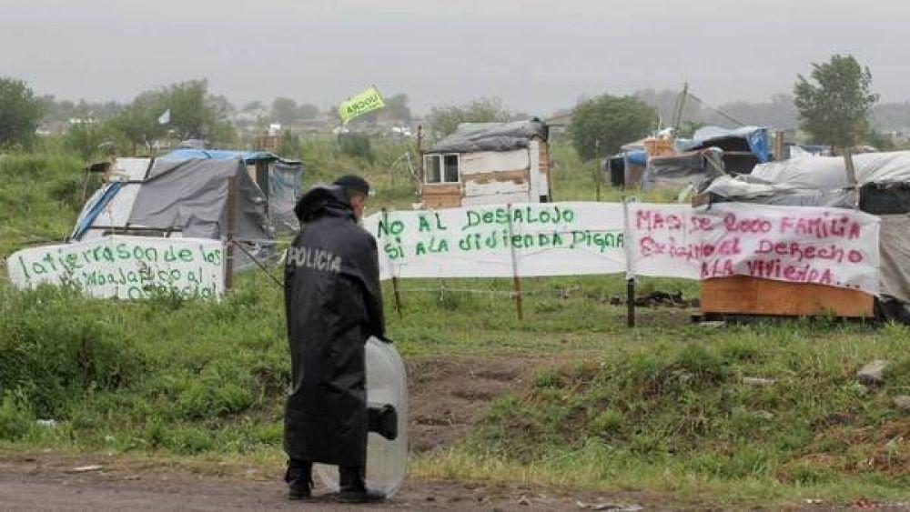 Merlo: los ocupantes no se van y apuran una negociación