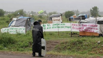 Merlo: los ocupantes no se van y apuran una negociaci�n