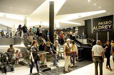 El público comienza a apropiarse del Paseo Aldrey Cultural y Comercial