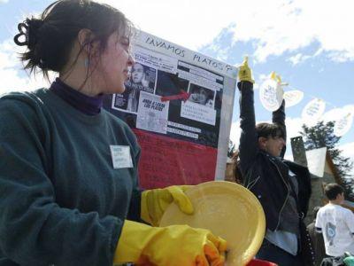 Una multitud lav� los platos en el Centro C�vico para apoyar a Scioli