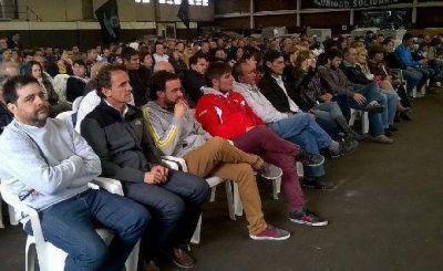 Katopodis encabezó un encuentro de campaña en la Cooperativa Cueroflex