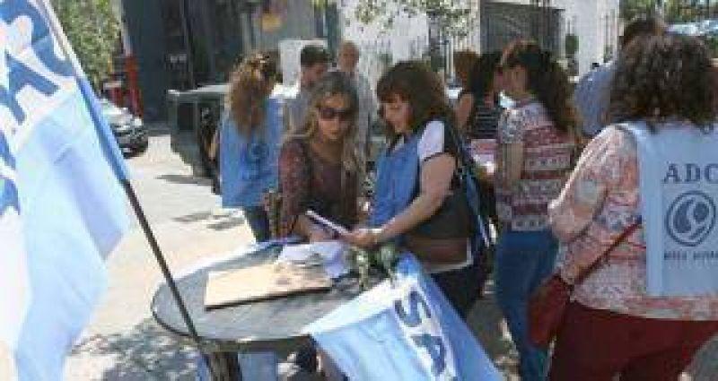 Sadop colecta firmas por los derechos de los docentes universitarios privados