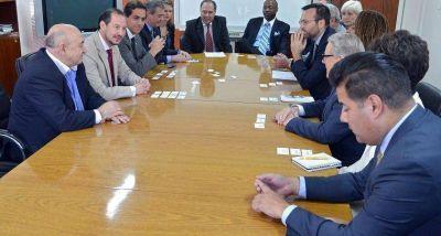 El ministro Saravia se reunió con senadores del Estado de California
