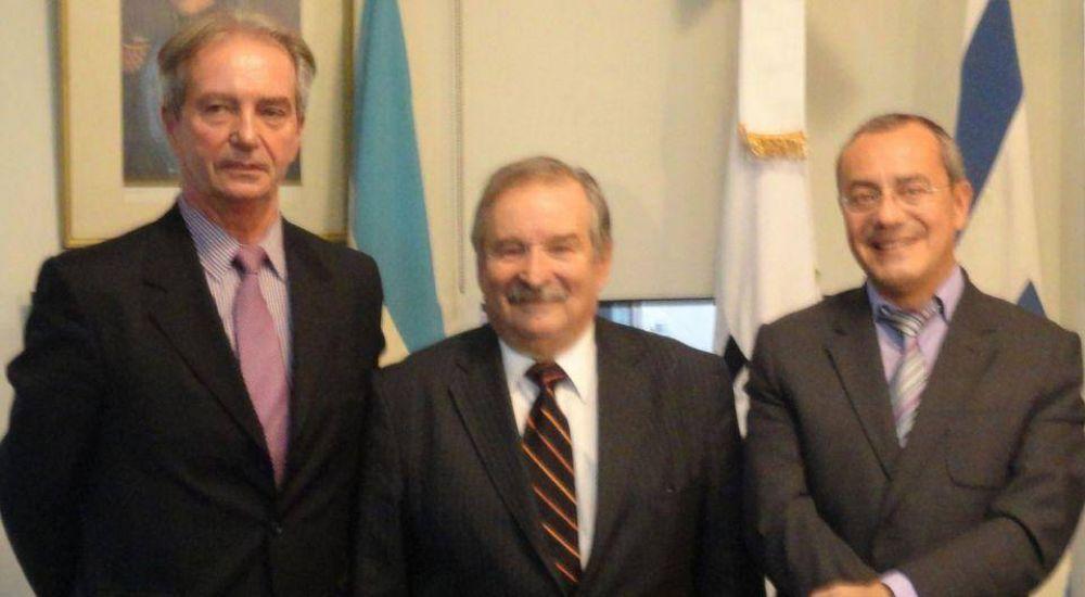 Presidente de DAIA entrega al embajador francés condolencias de la comunidad judeoargentina