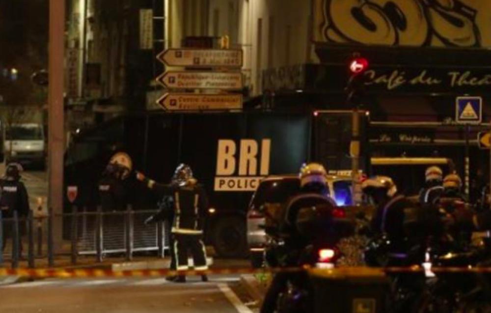 Operativo de búsqueda del cerebro de los atentados en París: una mujer con un chaleco explosivo se hizo estallar