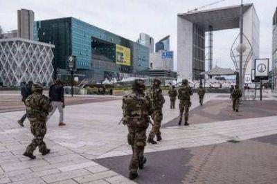 Atemorizada, la Francia cuna de las libertades debate los límites de la seguridad