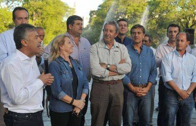 Cornejo se reúne con los gremios y sólo el SUTE no va