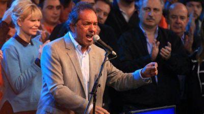 Con la mira puesta en el conurbano, Scioli cerró campaña apelando a la unidad