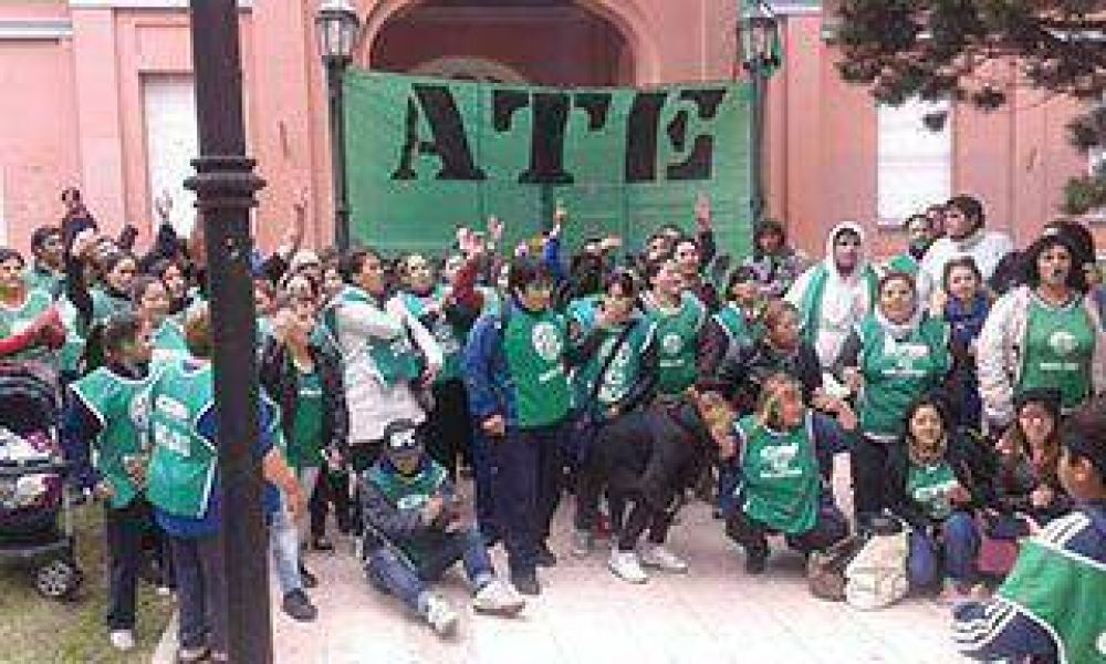 ATE anunció acuerdo y abandonó el reclamo en Gobierno y CPE