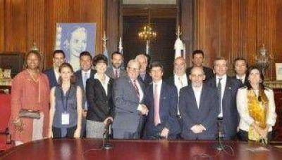 Funcionarios y senadores californianos en la Legislatura