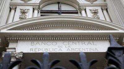 El BCRA intenta apropiarse de activos dolarizados de los bancos para subir las reservas
