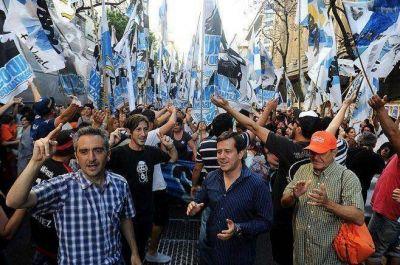 Tensión en la calle: La Cámpora concentró en Plaza de Mayo y los macristas en el Obelisco