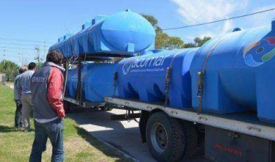 ACUMAR entreg� tanques para proveer agua potable en barrios de Lomas de Zamora