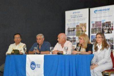 Fabi�n R�os y el Ministro de Turismo de la Naci�n presidieron el acto de cierre del PROFODE en Corrientes