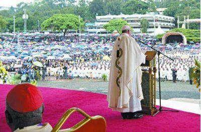 El Papa destacó el valor de la familia y criticó la cultura del consumismo