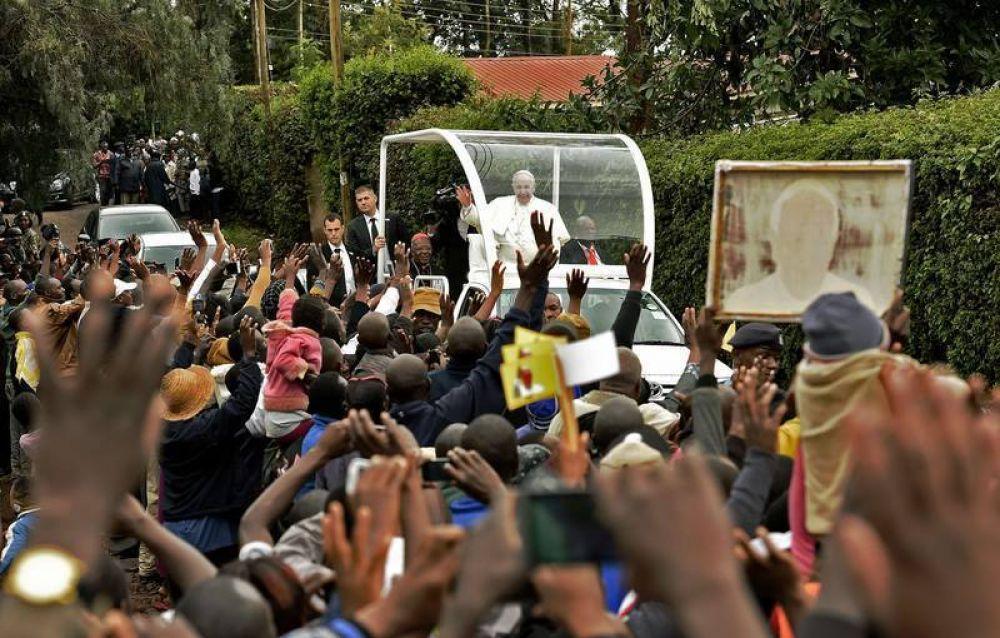 El Papa en la periferia de Nairobi: ustedes practican valores que no cotizan en la Bolsa