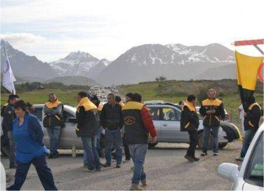 Gremios realizan piquetes en Ushuaia