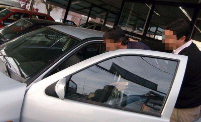 Denuncian aumento de agencias de autos truchas en Mendoza
