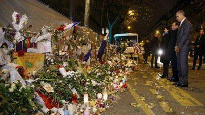 François Hollande y Barack Obama rinden homenaje a las víctimas de París en Bataclan