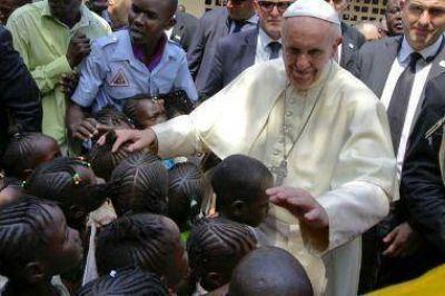 El Papa visitó la mezquita de Bangui para pedir paz entre cristianos y musulmanes