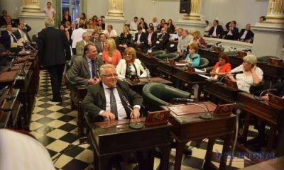 Juraron los senadores electos aunque aún sin definir nuevas autoridades
