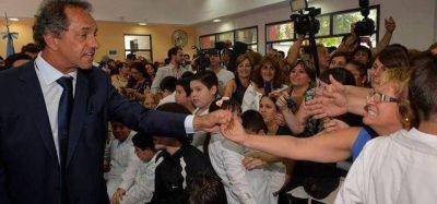 En Lanús, Scioli renovó su compromiso con la juventud