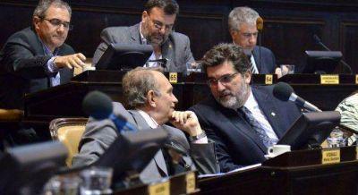 El radicalismo amenaza con dinamitarle a Vidal el acuerdo con Massa