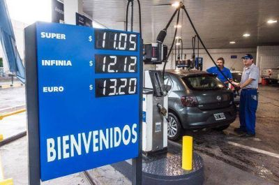 En algunas estaciones ya rige la rebaja en los combustibles