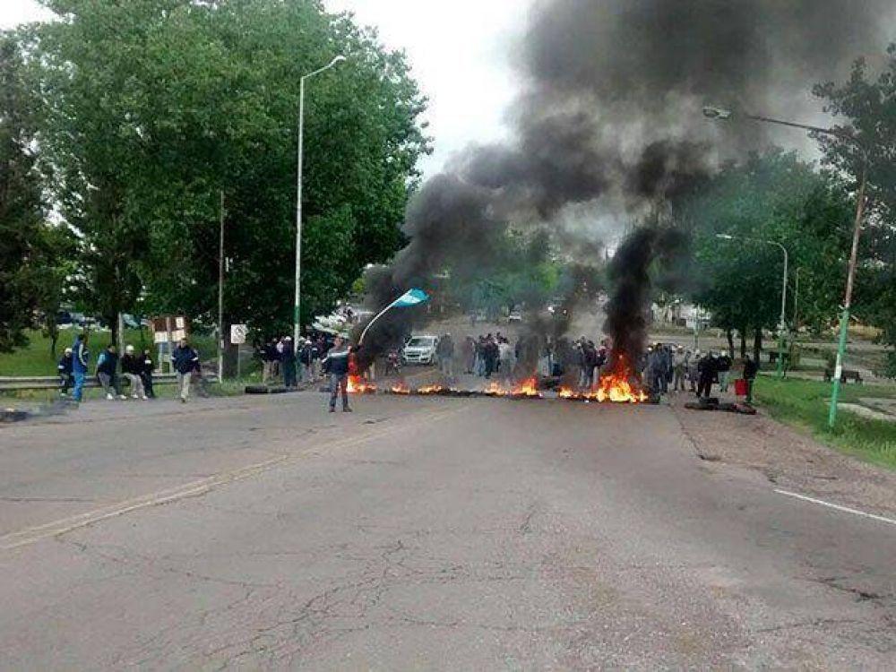 Nueva protesta de municipales frente a la casa del gobernador
