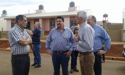 Closs inaugurar� obras educativas y entregar� las primeras 400 viviendas de Itaemb� Guaz�
