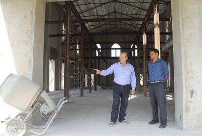 Paredi recorrió las obras del Centro Cultural de Pirán y el Patio de las Palmeras