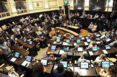 Jura como senador, pide licencia y se sienta en Diputados