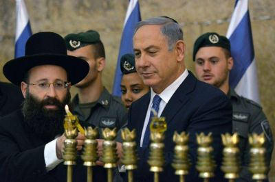Netanyahu enciende la primera vela: Como macabeos, combatimos la oscuridad del islam radical