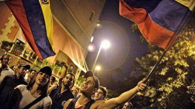 La oposición venezolana amplió su contundente victoria con 107 diputados