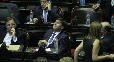 Los gobernadores mandan a sus diputados a la jura de Macri e insinúan ruptura de bloque