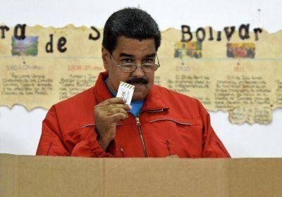 Nicolás Maduro le pidió la renuncia a todos sus ministros