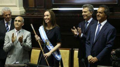 Vidal juró como gobernadora, agradeció a Macri y advirtió: