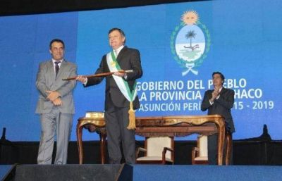 Peppo recibió los atributos de mando y tomó juramento a sus ministros