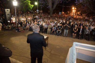 Acto de asunción del intendente municipal Javier Gastón en la Plaza Independencia
