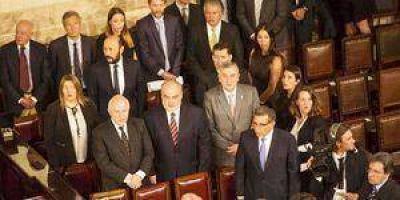 Insfrán desobedeció a Cristina y fue a la jura de Macri