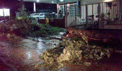El Gobierno asistió a varias localidades de la provincia que fueron afectadas por el temporal