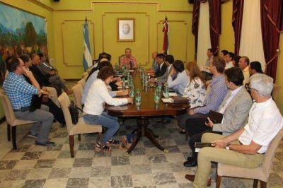 """En su primera reunión de Gabinete, Passalacqua les insistió a sus ministros que """"estén cerca de la gente"""""""