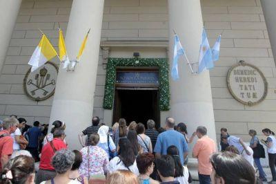 Obispos argentinos se unen al gesto del Papa al abrir las puertas santas de las catedrales