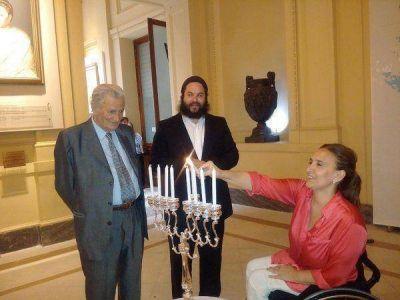 Para Jánuca, la vicepresidenta argentina encendió la octava vela en la Casa Rosada